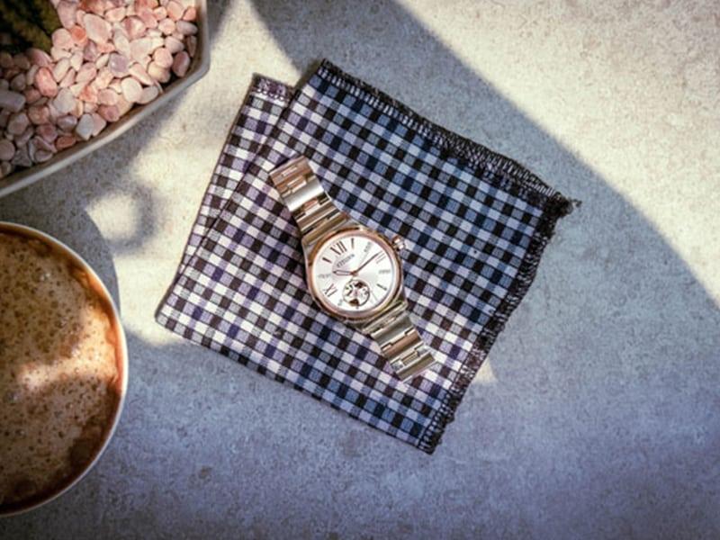 Đồng hồ Citizen cơ lộ máy với thiết kế phức tạp và tinh xảo