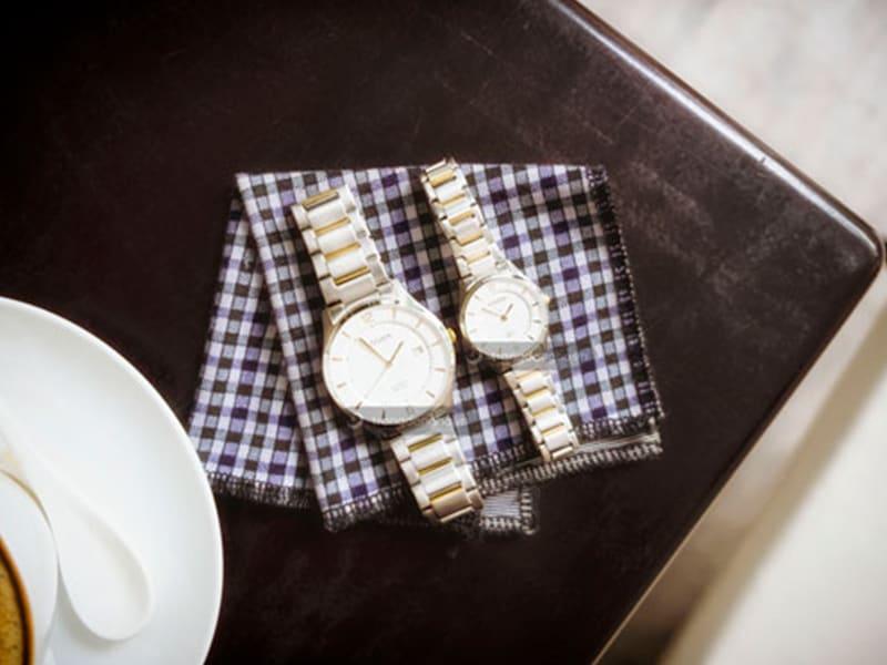 đồng hồ đôi Citizen bạc xen kẽ vàng