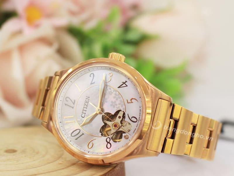 Với thiết kế mang đậm dấu ấn mùa xuân, tổng thể là gam màu Gold Rose ấm áp, sang trọng