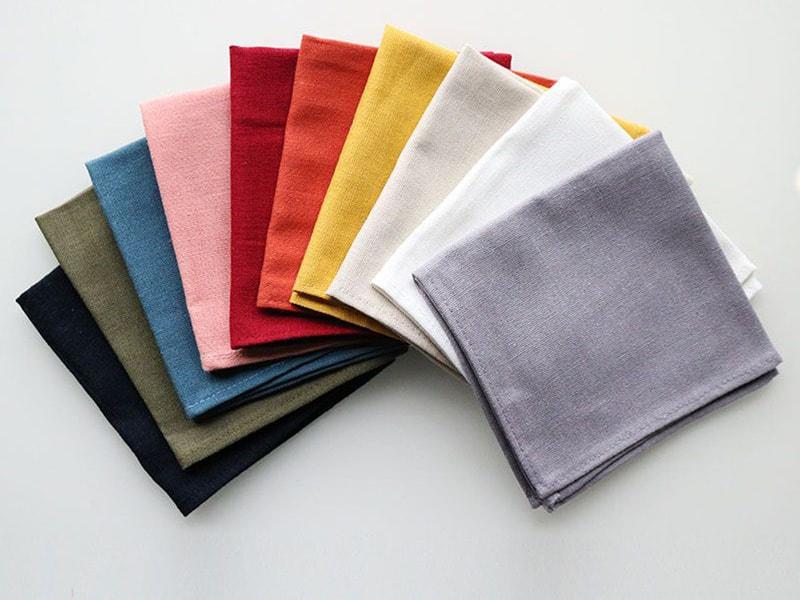 Tặng khăn tay cho nhau thể hiện sự rời xa