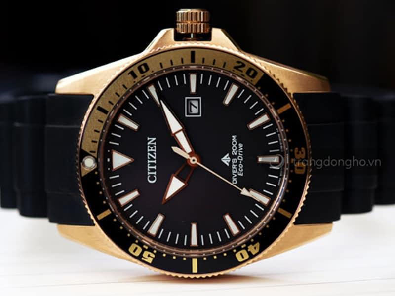 Đồng hồ Citizen kim dạ quang sở hữu thiết kế mạnh mẽ, năng động