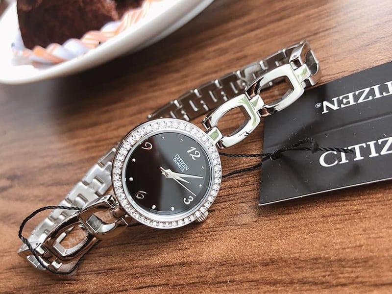 Đồng hồ Citizen EJ6070-51E - đính đá sang chảnh và nhỏ gọn như lắc tay