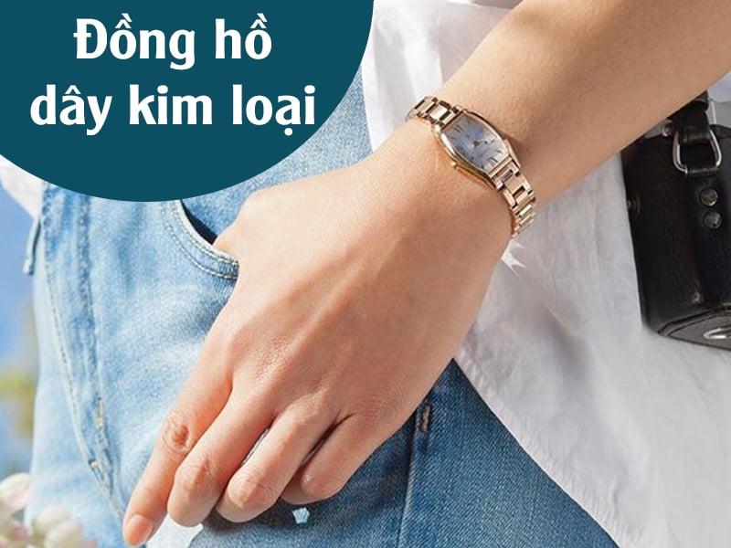 dong-ho-day-kim-loai-sang-bong